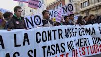 Spaniards not convinced by upbeat news