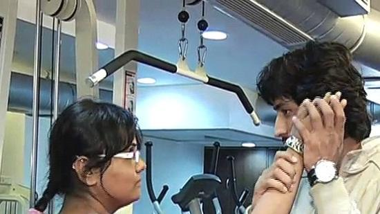 Vidyut Jamwal Teaches Self Defence Techniques