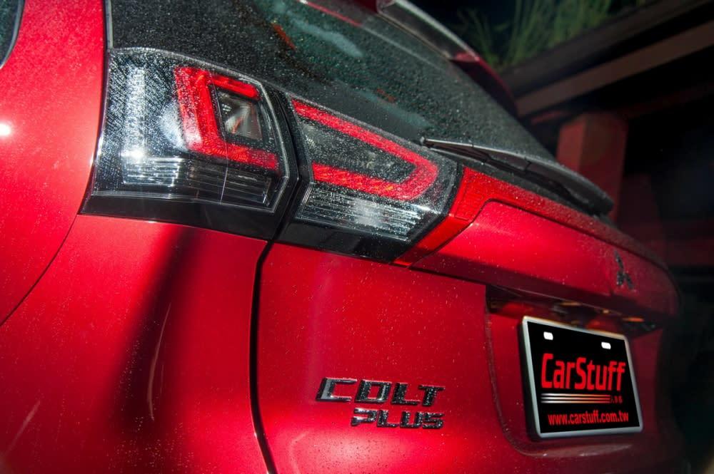 尾燈更加銳利以外,LED的搭配更有現代及運動感