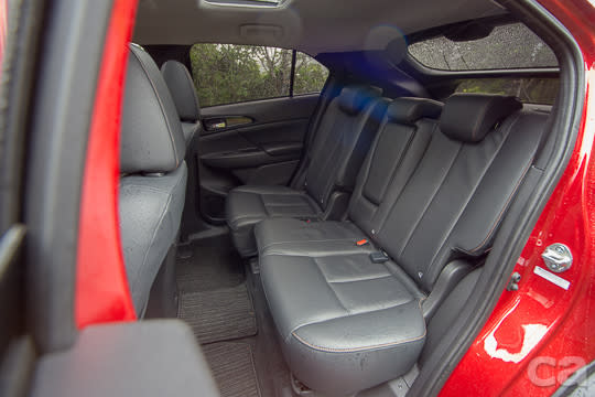 誰說斜背車的乘坐空間就不佳?ECLIPSE CROSS的2,670mm軸距搭配可前後滑移200mm的超彈性後座設計,不只頭部空間充裕,膝部空間表現更有感。