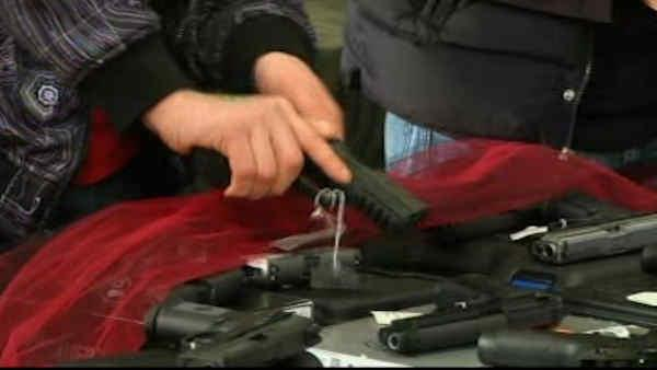 Deal reached on gun sales background checks