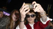Police Search Bieber Home in Egg-tossing Case