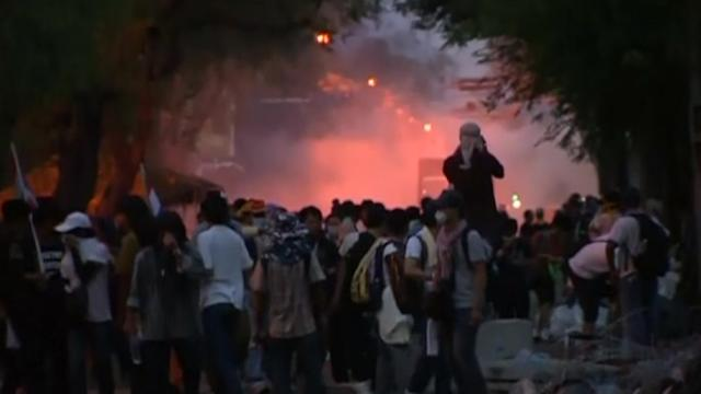 Thai protesters keep up pressure on government