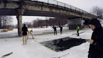 Brave Russians jump from bridge into frozen river