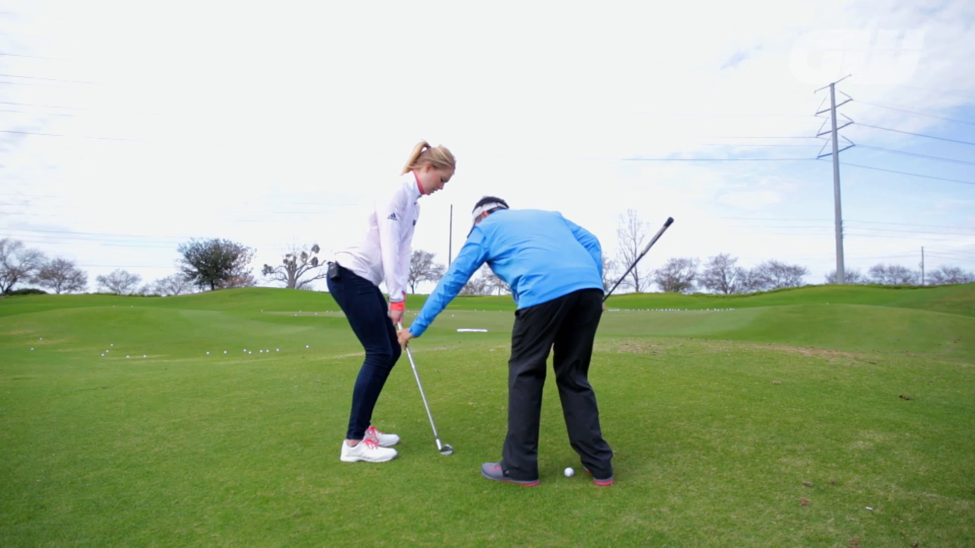 Coaching Anna: Chipping from uphill lies [Video]