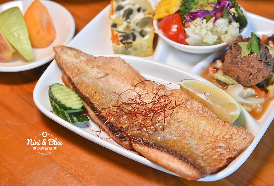 東麗風店 茶花 咖啡 台中咖啡館17