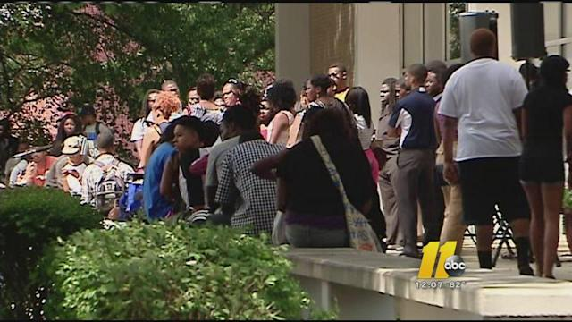 Students rally as voter registration deadline nears
