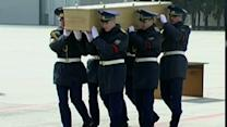 Raw: MH17 Remains Flown to Netherlands