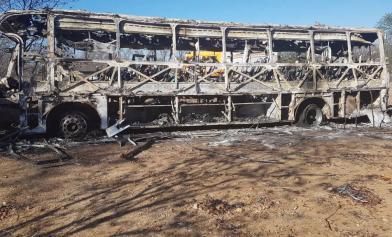 慘劇 整輛巴士燒光42死20傷