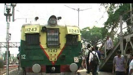 Delayed candidates create ruckus in WB railway station