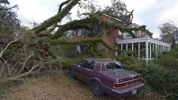 U.S. storm's toll up to 6 dead as system heads east