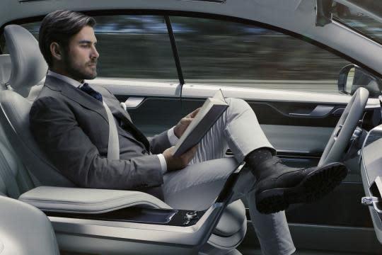 大部分美國人恐怕無法像示意圖這樣,在無人車上完全放鬆的享受旅程。