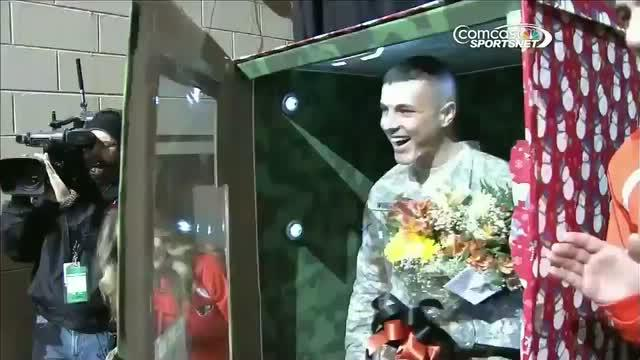 Flyers help soldier surprise family