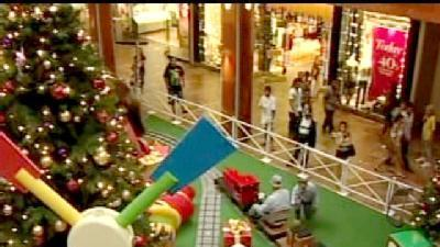 Hawaii Shoppers Bring Big Business For Holidays
