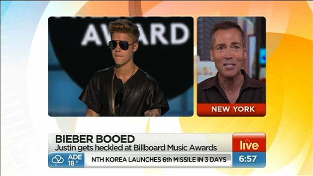 Bieber booed at awards show