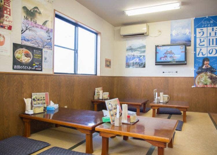到吉田烏龍麵用餐時一定會看到榻榻米座席。