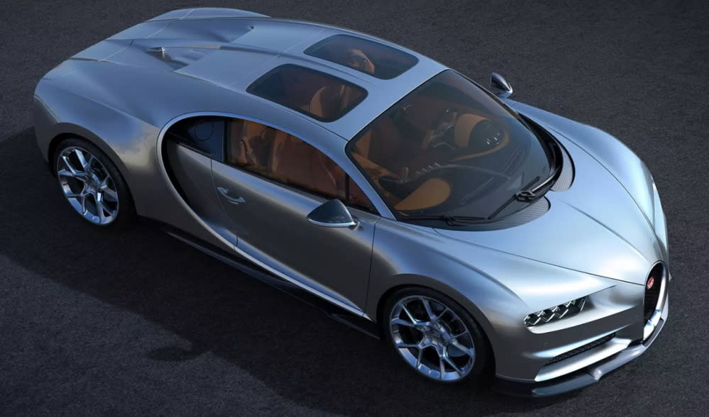 日前Bugatti宣佈推出Chiron專屬的「Sky View」選配玻璃天窗,讓正副駕座位都能享有自己的一片天空。(圖片來源:https://www.autoguide.com/auto-news/2018/07/finally-bugatti-chiron-gets-a-new-sunroof.html)