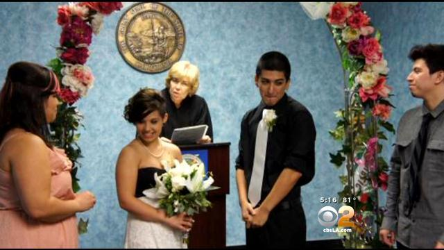 Stranger Helps Woman Get Back Her Wedding Photos