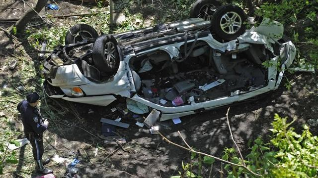 Car falls from NYC highway ramp killing 7