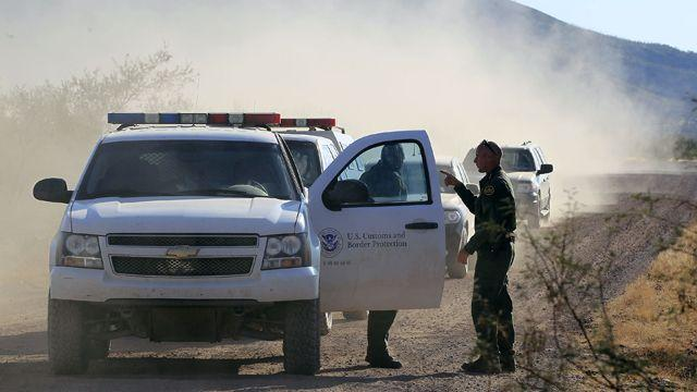 Manhunt for killer of US border patrol agent