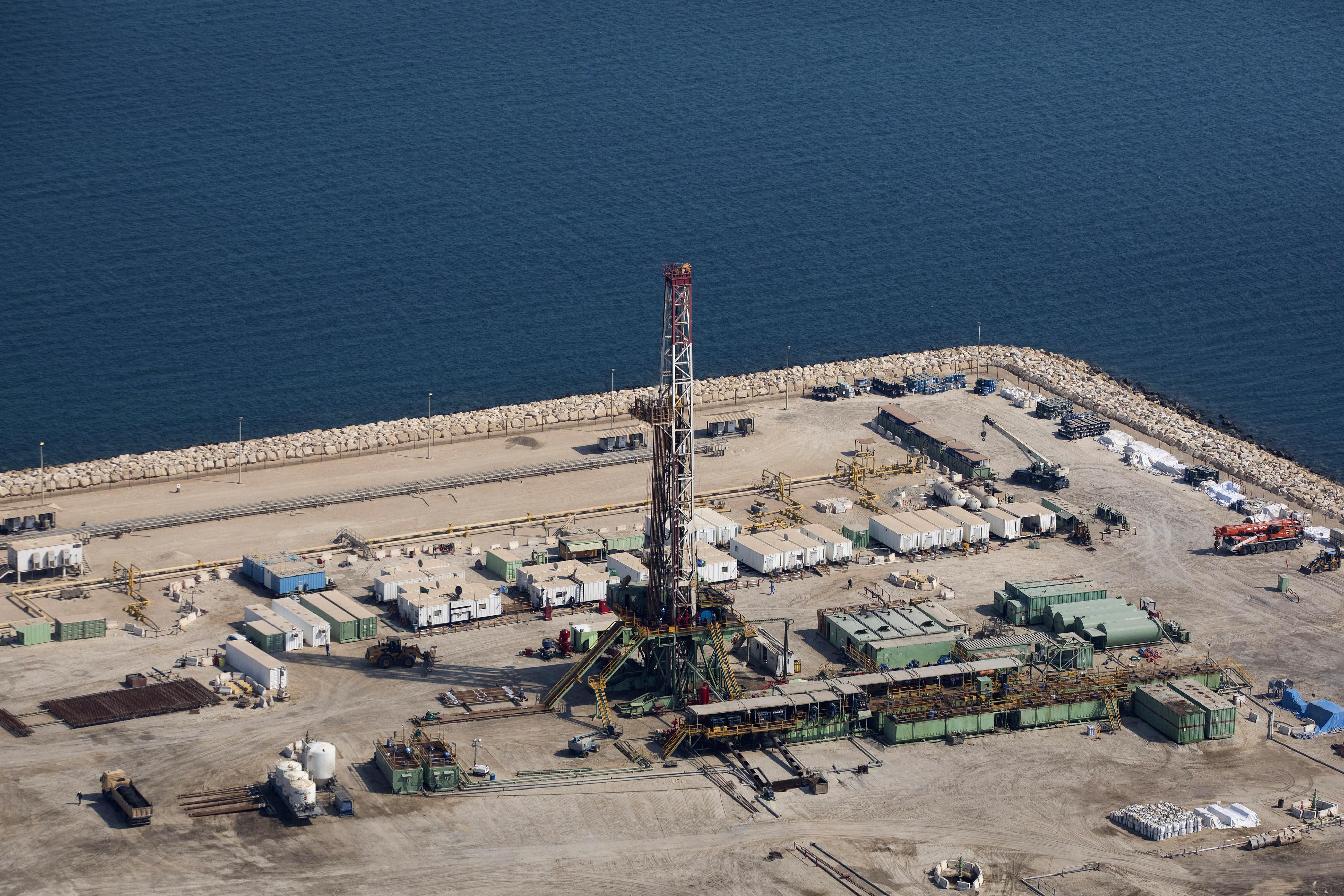 Report: Saudi Arabia to cut crude oil exports in April
