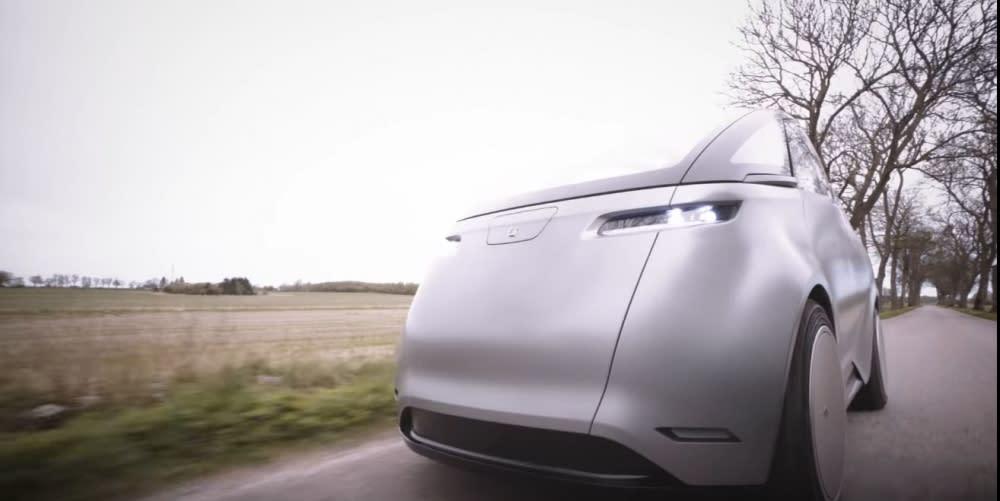 只要短短3.5秒鐘,Uniti One電動車就能從靜止加速到80公里/小時速度,最高速度可達到130公里/小時,Uniti宣稱這歸功於車子輕量化與節能設計