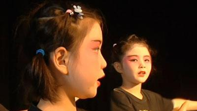 Youngsters learn Peking Opera