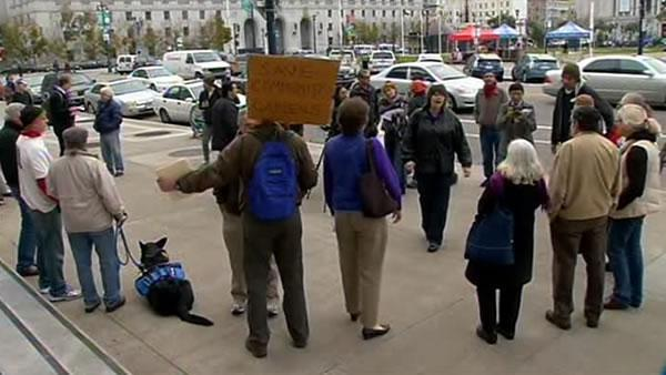Recycling center supporters rally at SF City Hall