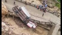 Floods bring bridge down in Bolivia