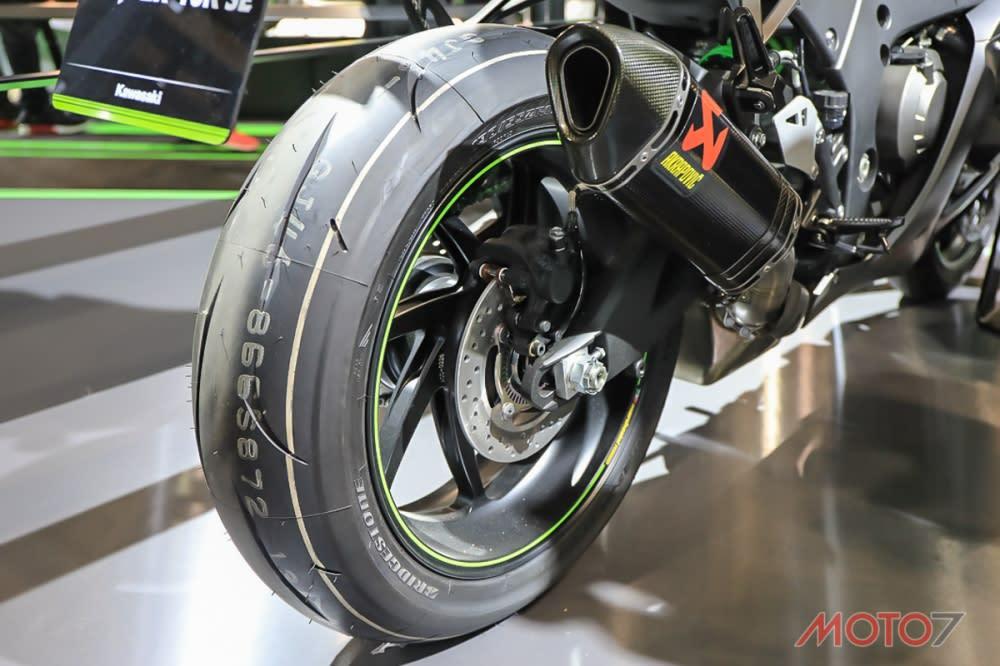 配備Marchesini鍛造輪框,使得轉向更加俐落。