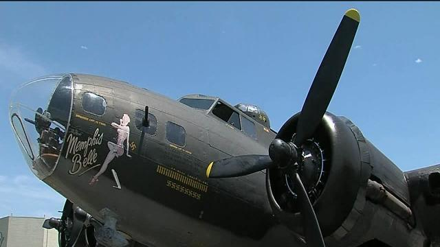 Memphis Belle flies into Tulsa