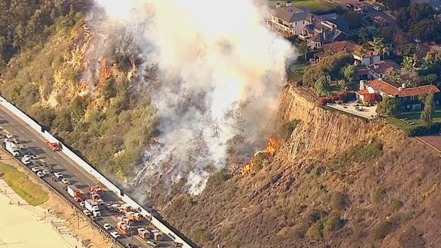 Brush fire burns 10 acres in Pacific Palisades, causes PCH closure