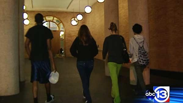 UH students react to on-campus robbery