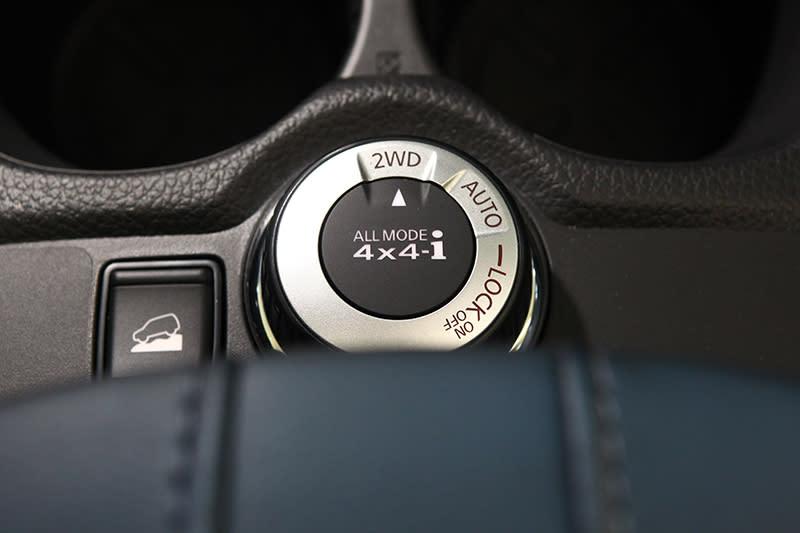 頂規的2.5L 4WD版本具備驅動模式控制旋鈕,可選擇2WD、自動四驅以及四驅鎖定三種模式,面對輕度甚至中度越野也無所畏懼。
