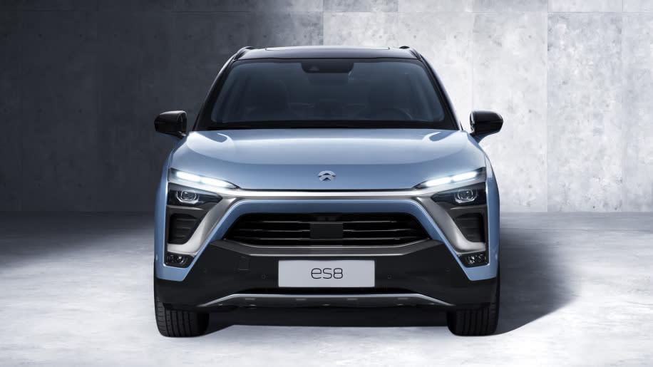 中國的電動車品牌NIO,去年發表ES8七人座休旅,擁有650匹馬力能在4.4秒內加速到100公里(圖片來源:https://insideevs.com/nio-es8/)