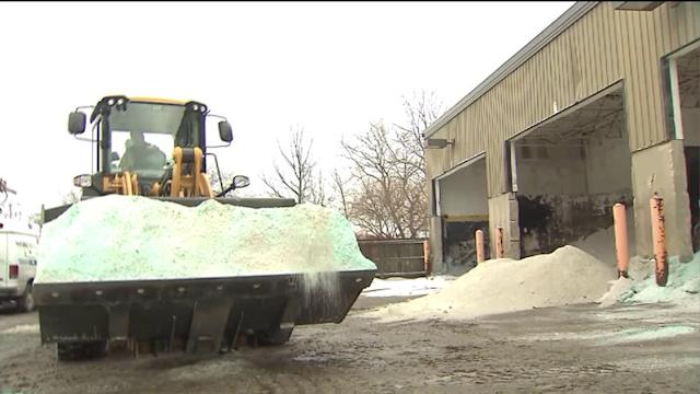 Chicagoans prepare for another winter storm
