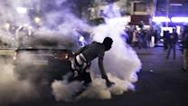 Egyptian protesters attack gates of presidential palace