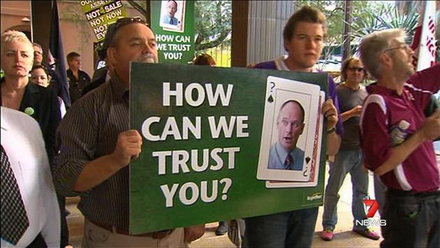 Union protest over pollies' pay rise