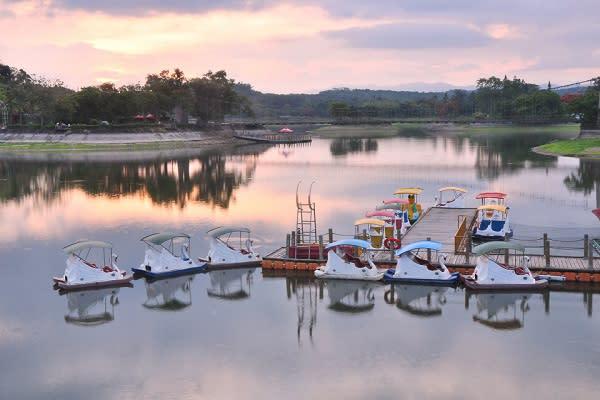 虎頭埤湖景動人美麗。