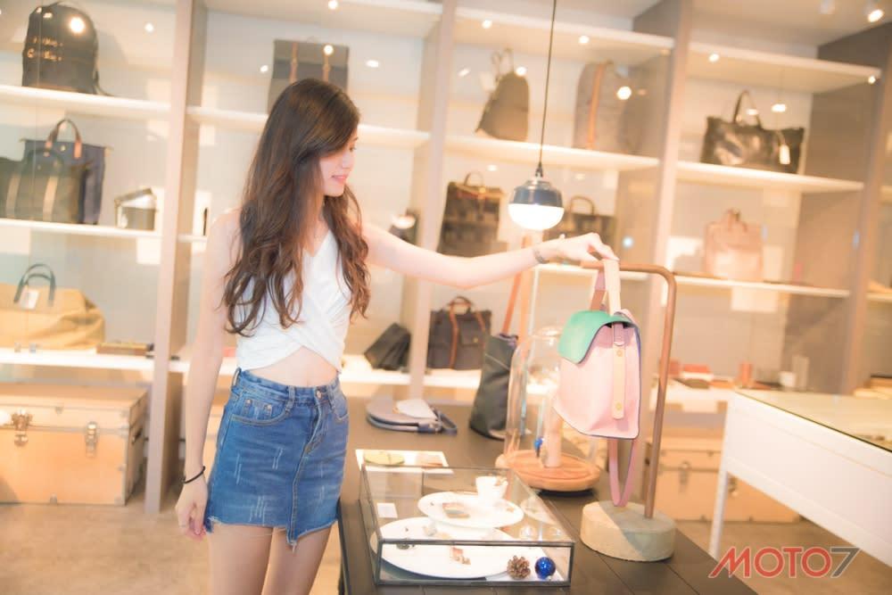 店面內有一大半都是皮件的展示區,宛如精品店般的質感。