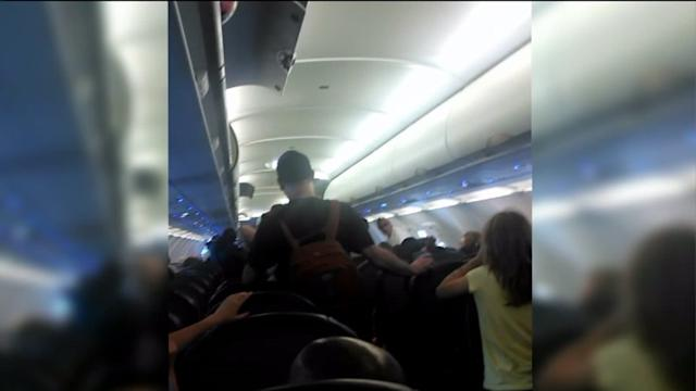 Man Shares Nightmare Experience on Delayed Flight