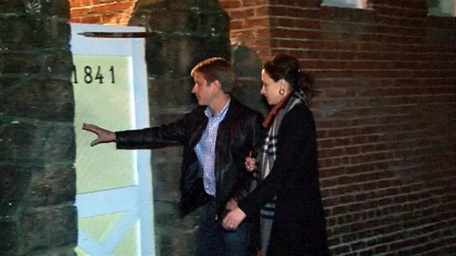 Paula Broadwell arrives with husband at brother's home