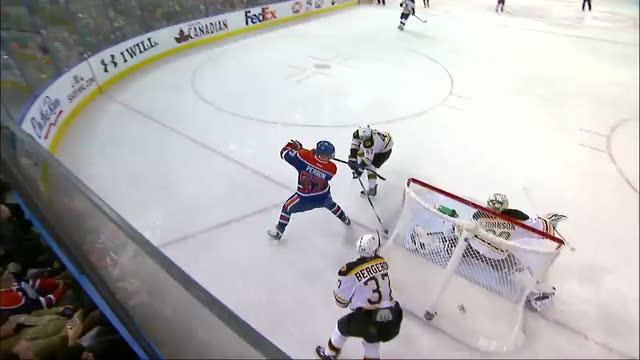 David Perron scores goal with one hand