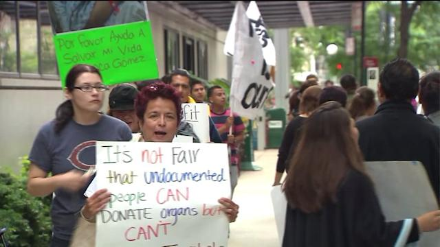 Group outside Chicago hospital protests immigrant transplant policy