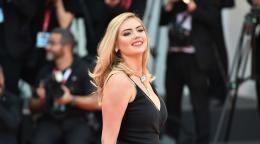 Kate Upton Goes Nsfw For Bikini Tinder Portrayal Dolly Parton