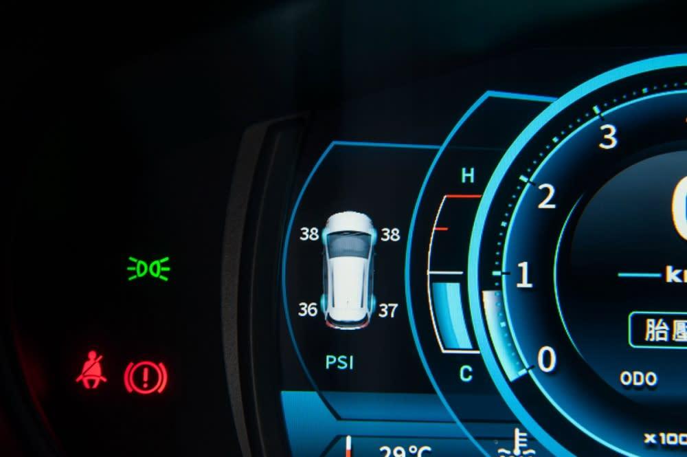 更有胎壓顯示功能,保護全車的安全