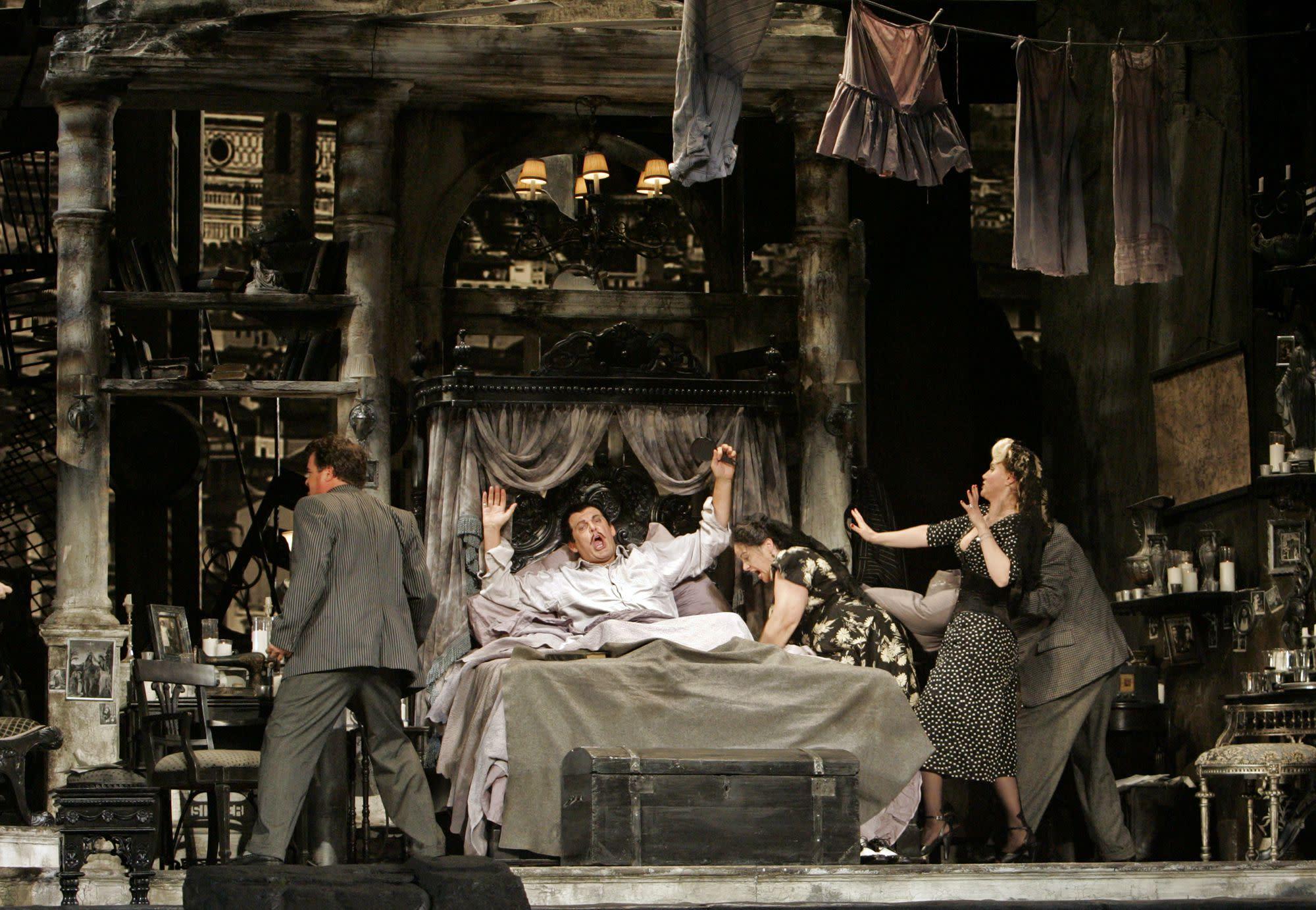 歌劇名曲《親愛的爸爸》出自Giacomo Puccini的《強尼史基奇》。