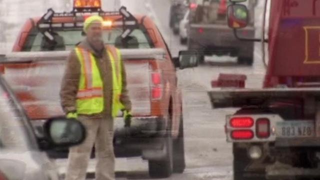 Snow and ice cause Midwest traffic woes