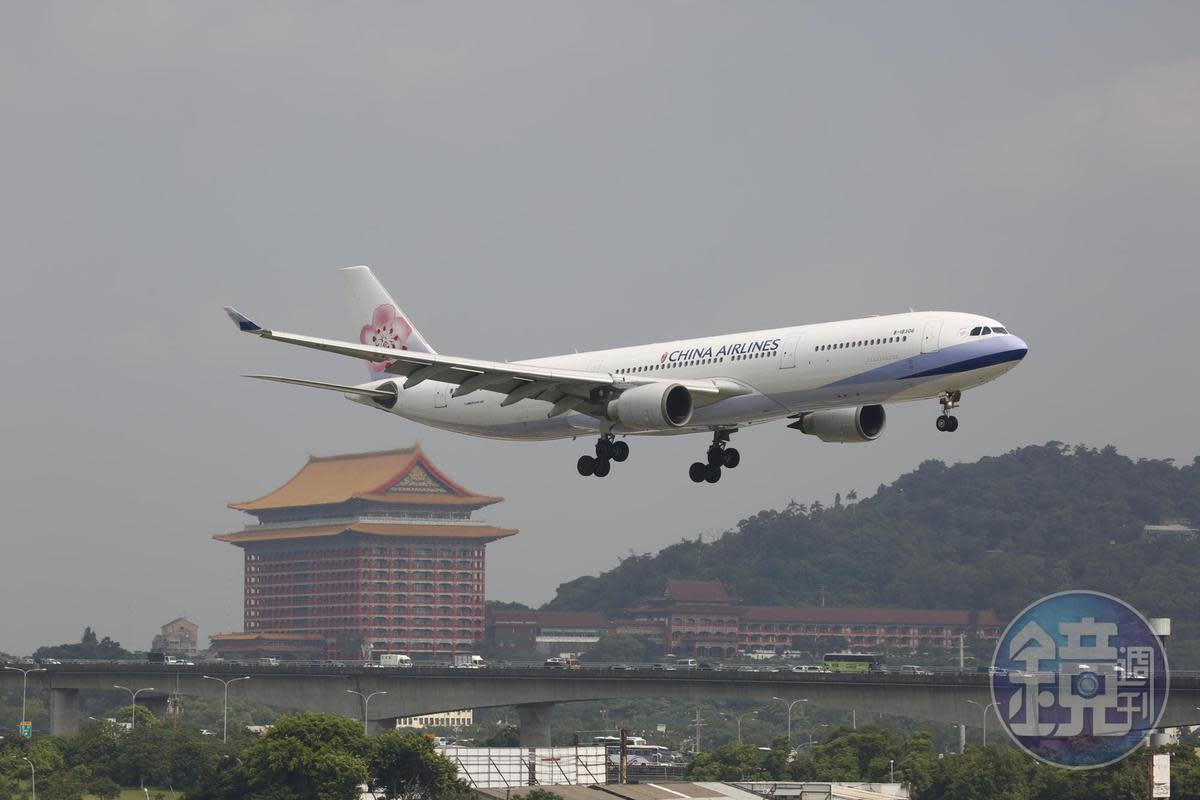 根據華航統計,自2月8日至2月10日總計取消60個航班,營收損失估計約7,800萬元。