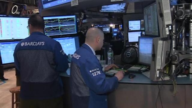 Wall St. rallies as consumers perk up